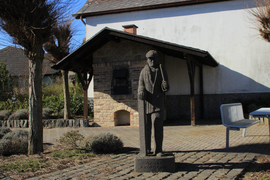 Backofenbauer Statue